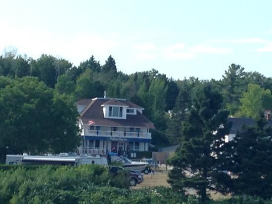 Meldrum Bay, Kanada: The Inn from the Marina