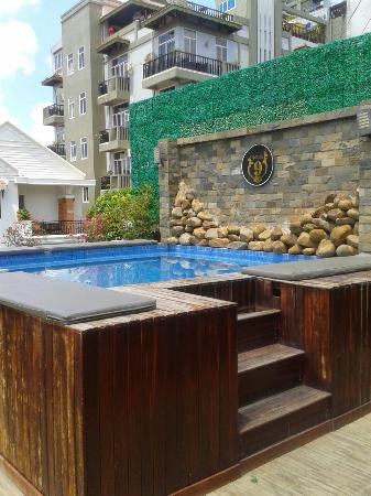 Number 9 Hotel: Small pool on floor 3 may 2015