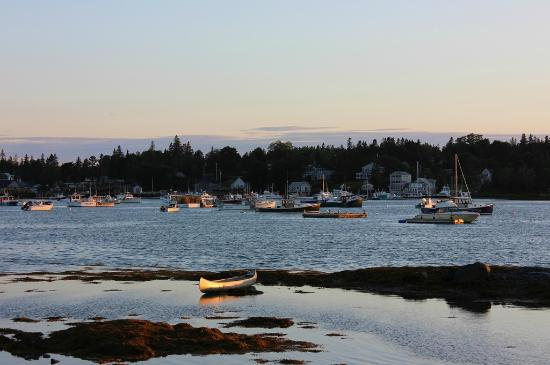 Bass Harbor Cottages and Country Inn: Bass Harbor sunset view from the Pine Cottage