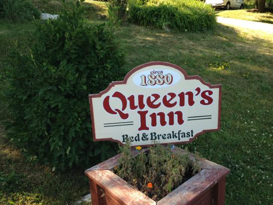 The Queen's Inn: Sign
