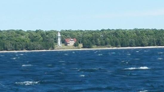 plum island lighthouse   picture of the island clipper