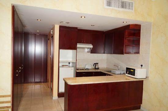 Ramee Hotel Apartment : Deluxe room kitchen