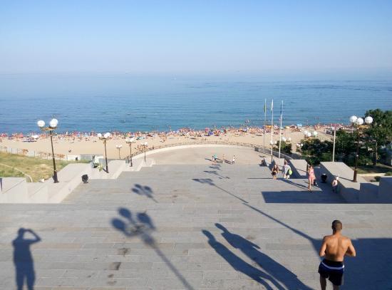 Chornomorsk, أوكرانيا: Лестница к пляжу