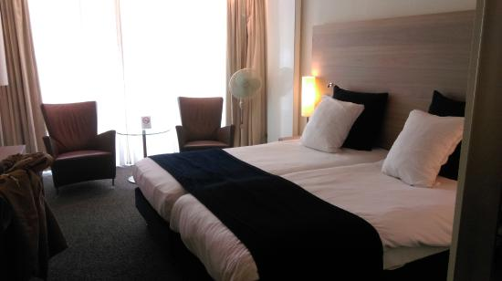 Sanadome Nijmegen: Hotelkamer, heerlijk ruim
