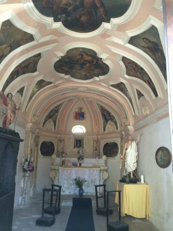 Hotel Castello dei Principi: Little chapel next to the hotel