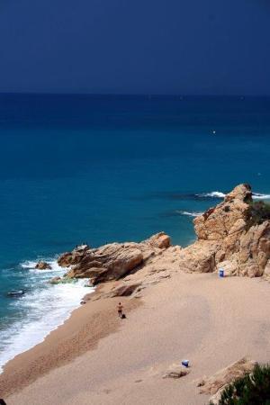 The Lighthouse of Calella : Один из пляжей Калельи, под маяком