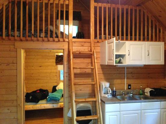 Dutch Cousin Campground: Cabin with balcony loft