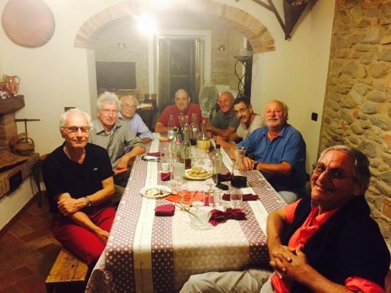 Cena con amici di vecchia data organizzata dal grande giancarlo foto di il rifugio di casa - A tavola con amici ...