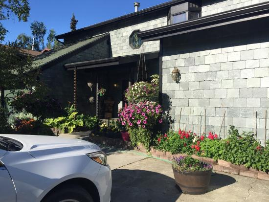 Alaska House of Jade Bed and Breakfast : Absolutely exceeded my expectations. Property is beautiful and very clean. The breakfast was del