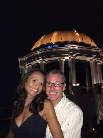 lebua at State Tower: Spent three amazing nights here as part of our Honeymoon. The staff couldn't have been more help