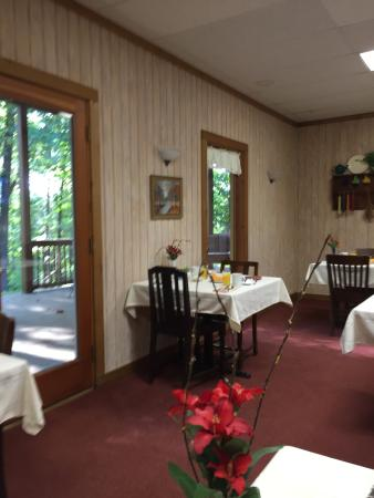 Mountain Top Lodge at Dahlonega: Main Lodge Breakfast Area