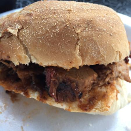Uncle Willie's BBQ: Brisket sandwich