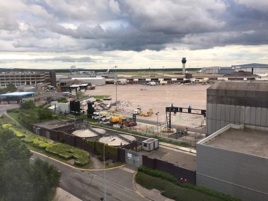 Radisson Blu Hotel, Manchester Airport: Great room and convenient hotel