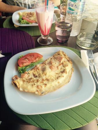 Hermes Apartments: Omelette from the restaurant
