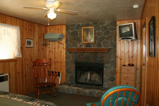 Quail Cove Lakeside Lodge: Cabin #1