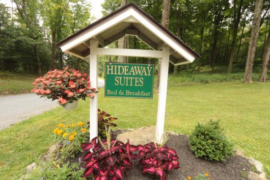 Hideaway Suites Bed & Breakfast: Welcome to Hideaway Suites!