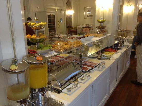 Hotel Liabeny: Petit déjeuner