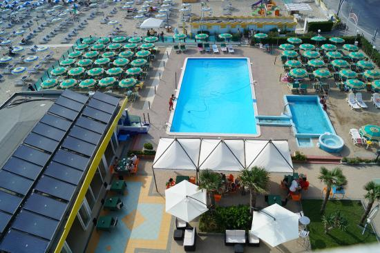 Hotel Touring Spiaggia : Piscina