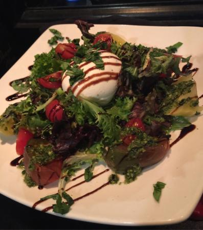Heirloom burrata caprese salad! - Foto di Vernales, Harbor Springs ...