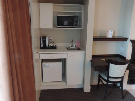 chambre upgradé avec foyer, frigo, micro-ondes et balcon - Photo ...