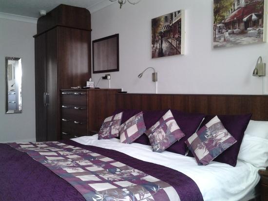 Mount Edgcombe: Superior room.