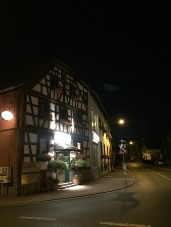 Neuhof, Niemcy: Fantastikt prisvärt och riktigt riktigt trevlig personal som bara fixade till det med maten så t