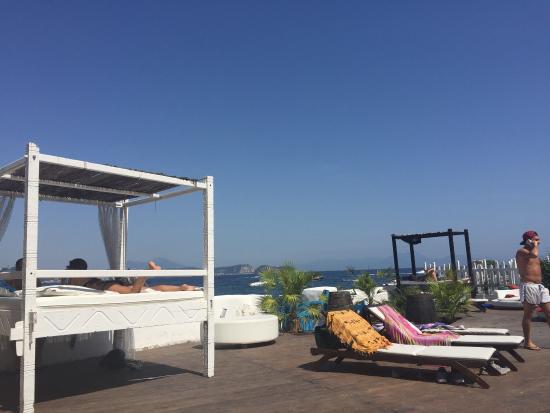 Lost Paradise Lounge Bar - バ...