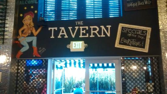 The Tavern At Hotel Croydon Entrada