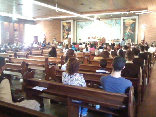Sao Camilo de Lellis: São Camilo de Lellis, ambiente interno com altar