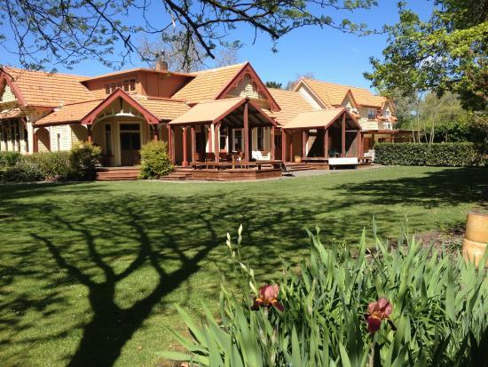 Hawthorne House: Hawthorne Lawn
