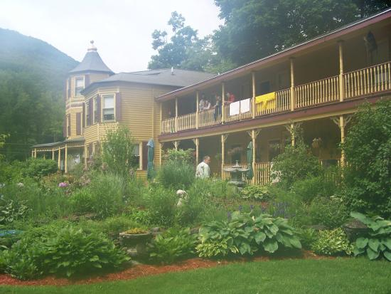 Fairlawn Inn: It usually rains at least once during Mountain Jam