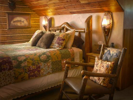 The Log House Lodge: The High Sierra Room
