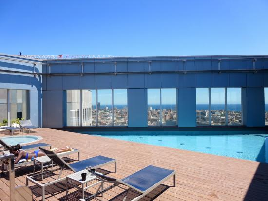 piscine sur le toit nh c a novotel barcelona city barcelona tripadvisor. Black Bedroom Furniture Sets. Home Design Ideas