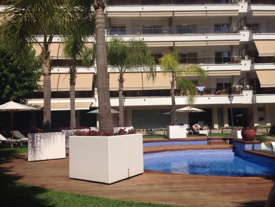 Alva Park Costa Brava : The pool area