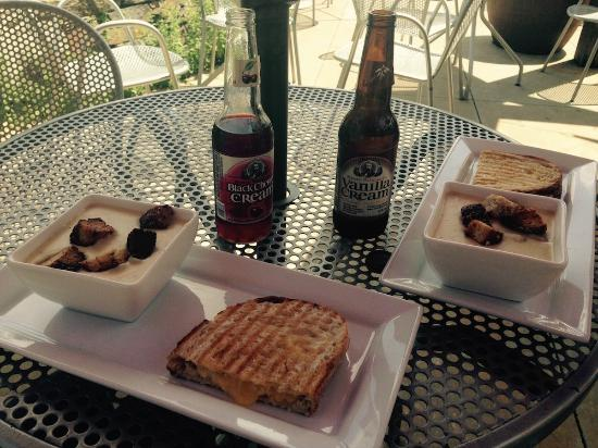 Prairie Berry Winery: Half grilled cheese, gouda potato soup