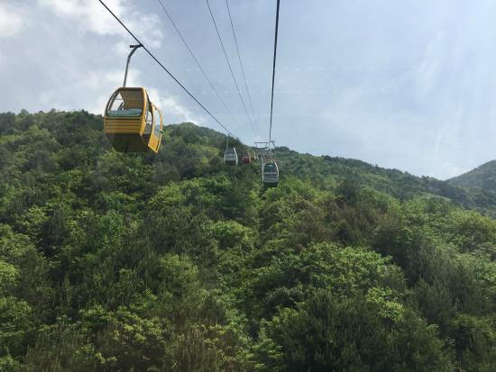 Hanzhong Zibai Mountain: Cable car to the top.
