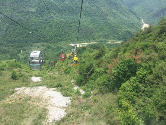 Liuba County, Chine : Cable car.