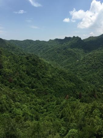 Liuba County, Chine : Scenery from cable car