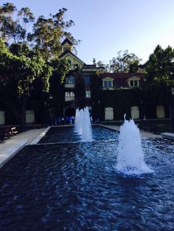 Резерфорд, Калифорния: Front entrance.