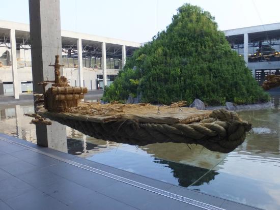 Echigo Tsumari Koryukan Kinare: 現在展示中の蓬莱山(蔡國強)