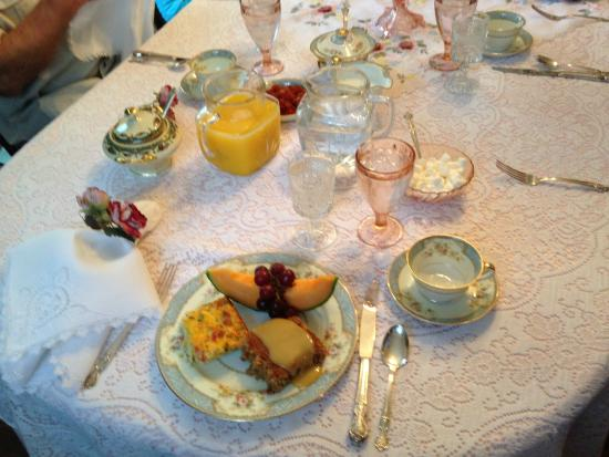 The Garden Cottage Bed and Breakfast: scrumptious breakfast
