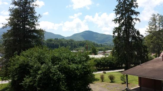 Calhoun House Inn & Suites : View from front poarch