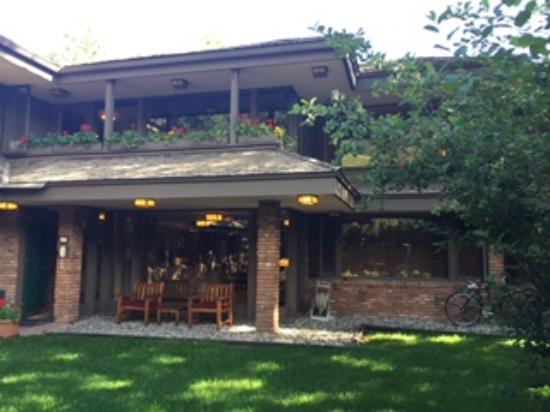 Hearthstone House: Entrance