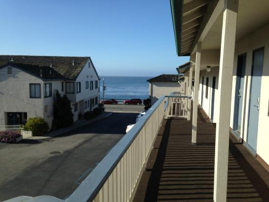 Borg's Ocean Front Motel : front porch in July