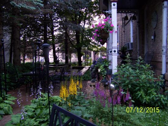 Nicolin Mansion Bed & Breakfast: Garden area
