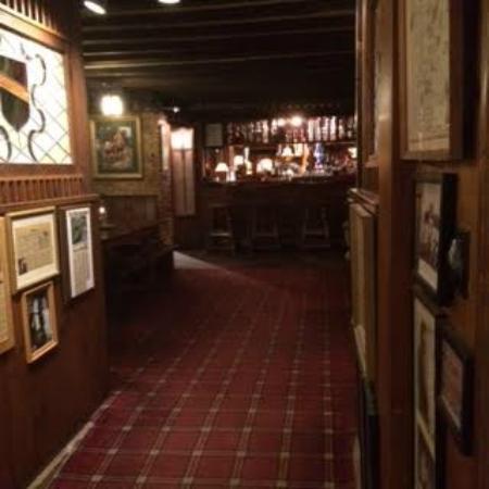 Beautiful The Brae Loch Inn: Bar In The Basement