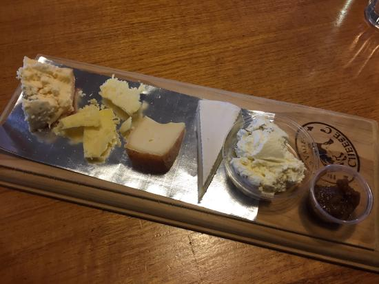 Hunter Valley Cheese Factory & Tasting Rooms: The Cheese Co's $6.95 tasting platter