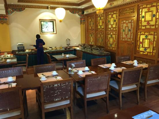 Ji Qu Restaurant: Inside the dining area
