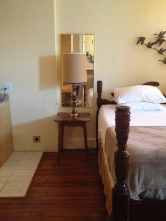 Asante Sana Guest Quarters: Dubois Suite-Bed