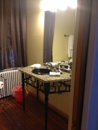 Asante Sana Guest Quarters: Dubois Suite- Bathroom